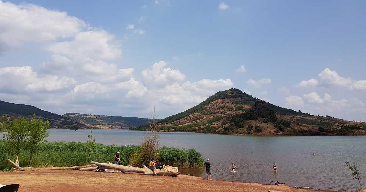 Take a walk to the Salagou lake